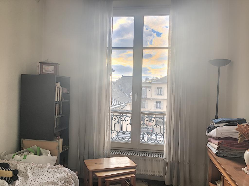 """VERSAILLES """"Chantiers"""" appartement de 4 pièces de 79.22 m²."""
