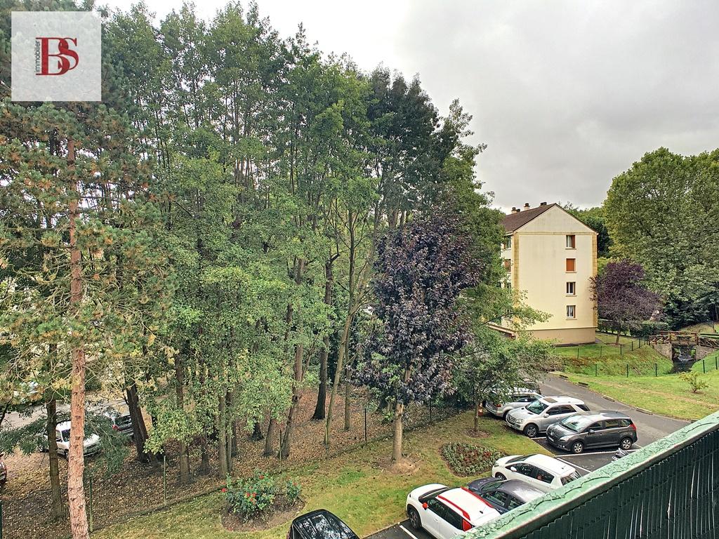 CENTRE VILLE DE BUC - 4 pièces de 65.88 m².