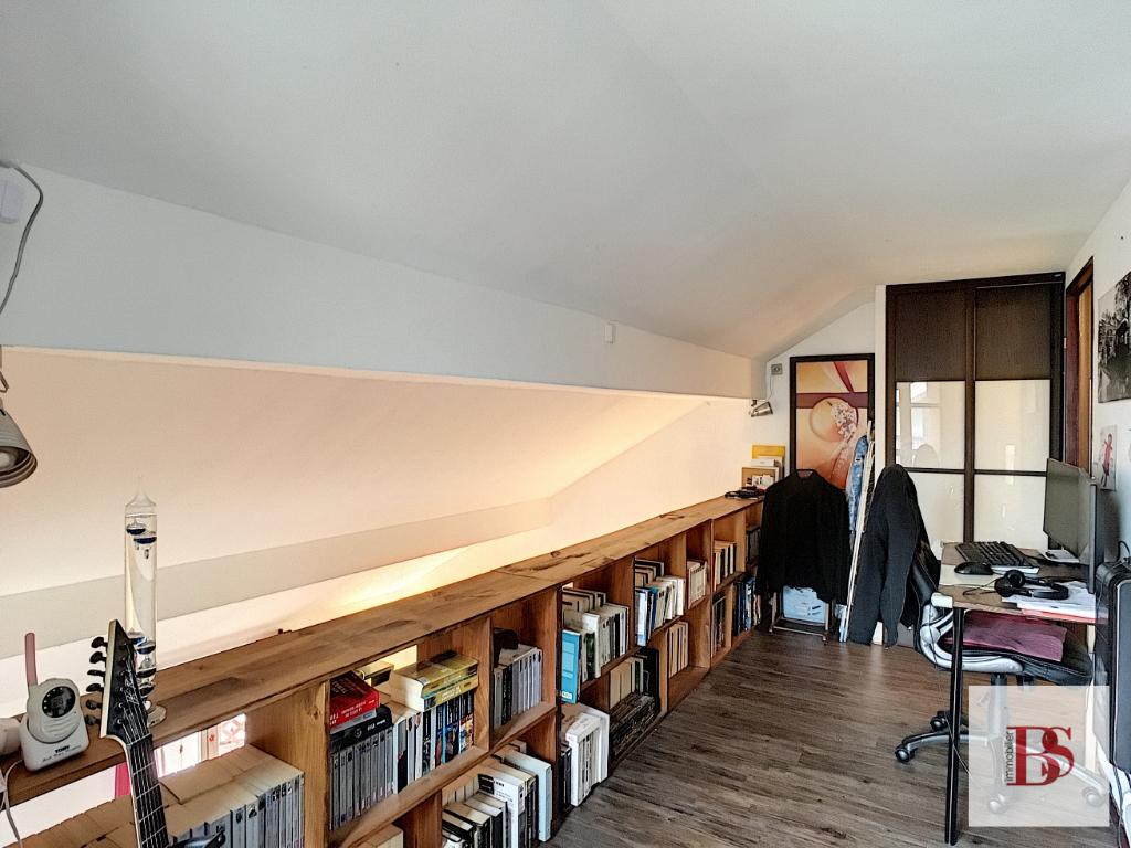 BUC Duplex de 4 pièces, 3 chambres, terrasse, dernier étage