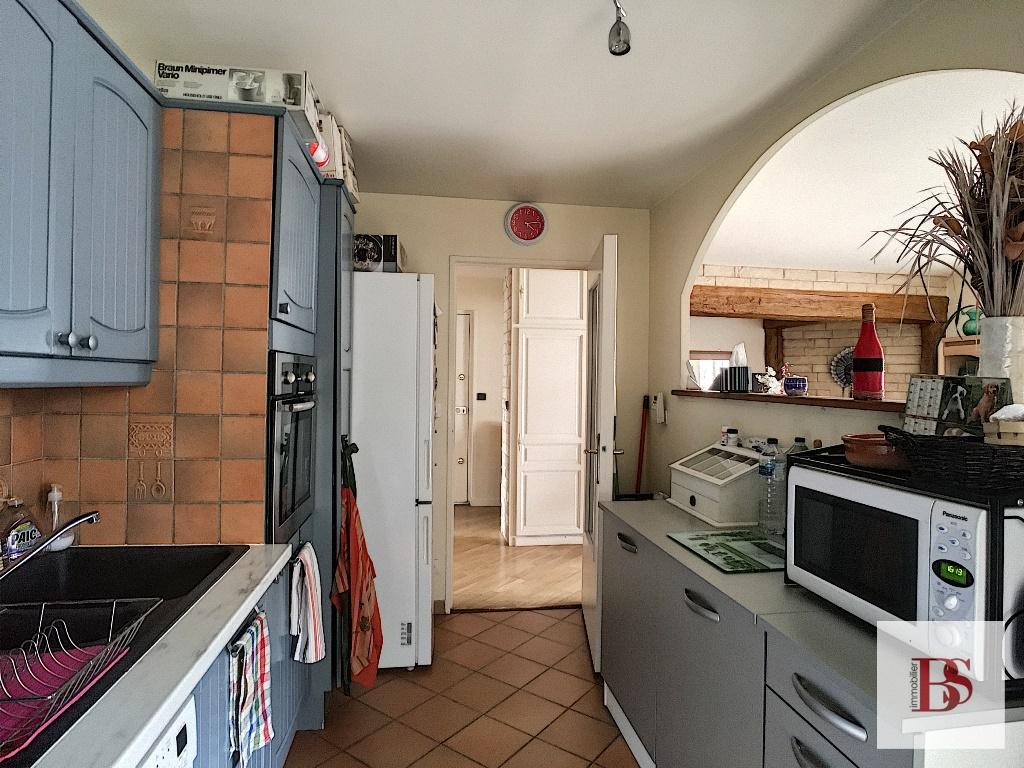 Les Toits de BUC  appartement 4 p + loggia + cave et garage.