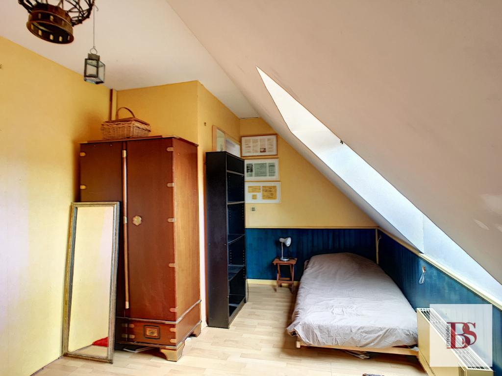 Maison indépendante sur sous-sol. Terrain 558 m².