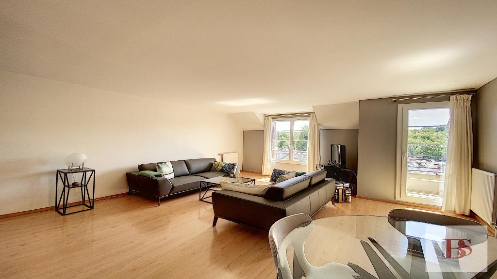 BUC .Appartement  3 pièce(s) 102.61 m2  + box.