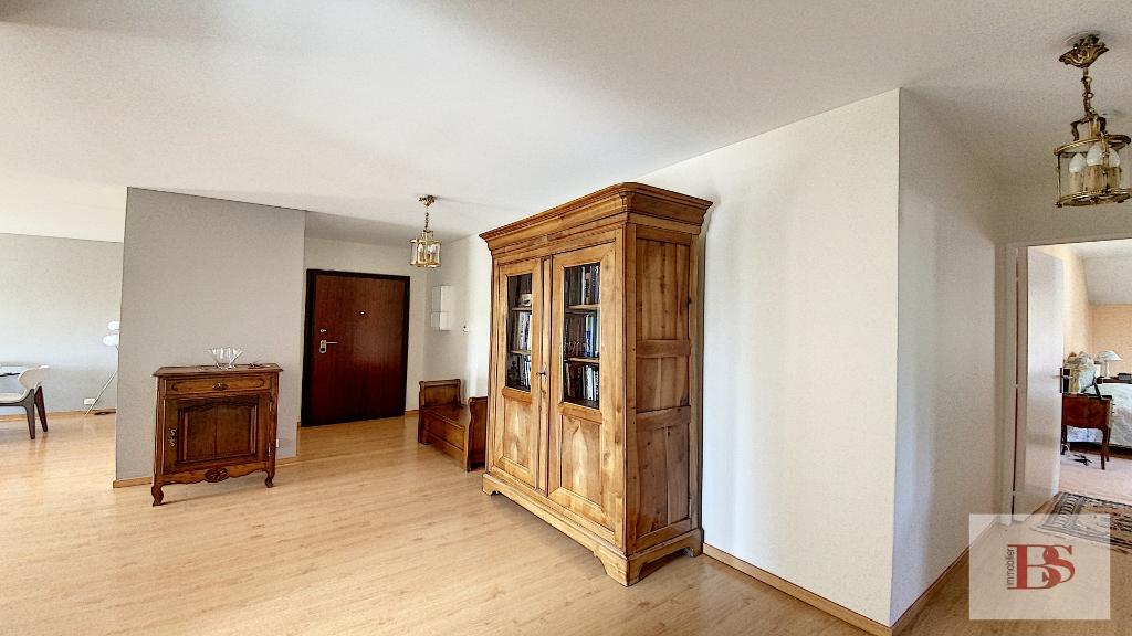 Appartement  3 pièce(s) 102.61 m2  + box.