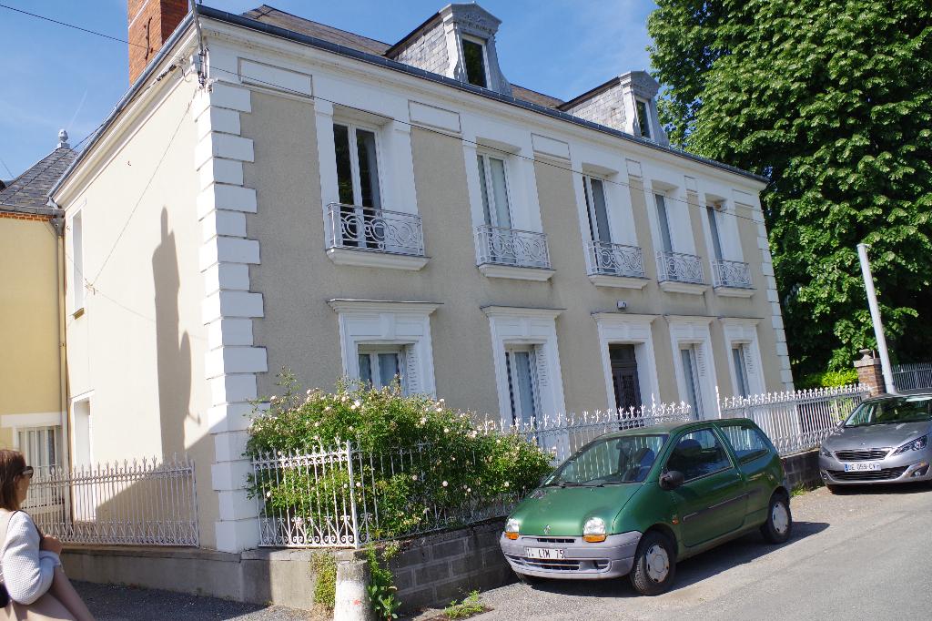 CEPOY  11 pièce(s) 242 m²