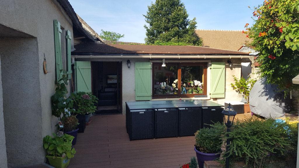 Trés belle maison de caractére de 8 piéces à Bueil