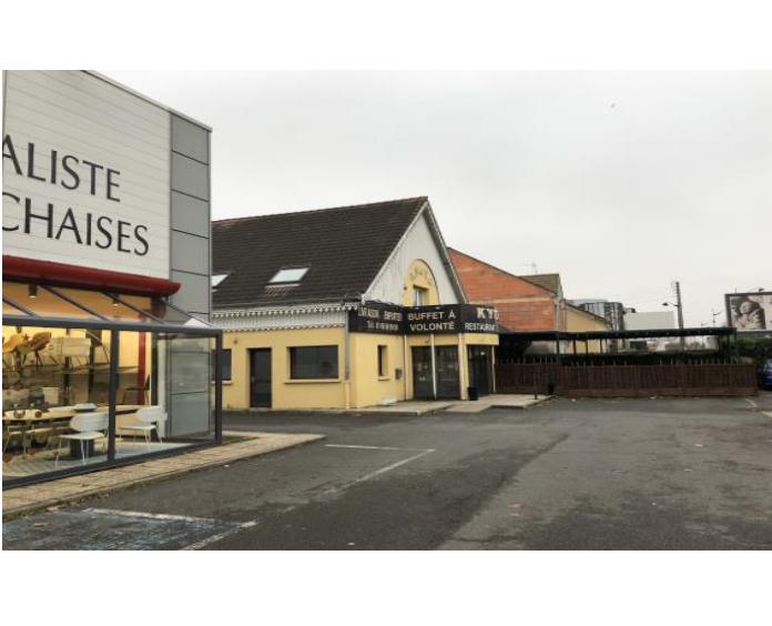 Le long RN7 local commercial indépendant idéal restauration ou boulangerie