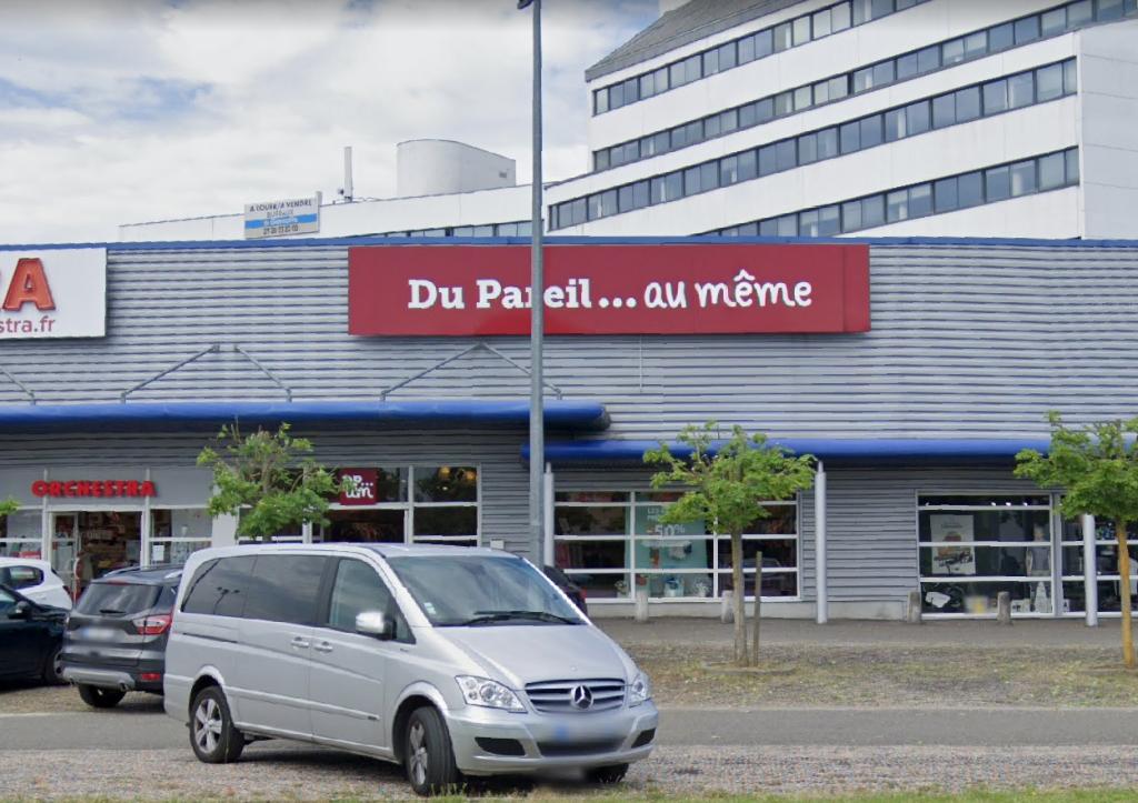 Local de 409 m² à louer centre commercial PARIWEST