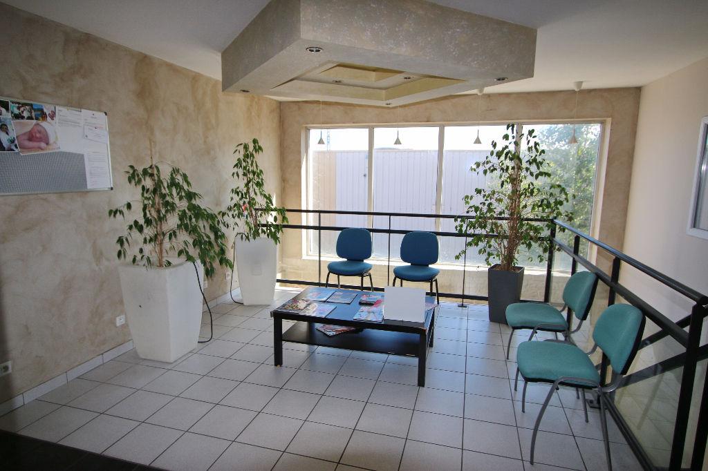 Entrepôt 840 m² comprenant rez-de-chaussée 420 m² +  à l'étage bureau 420 m²