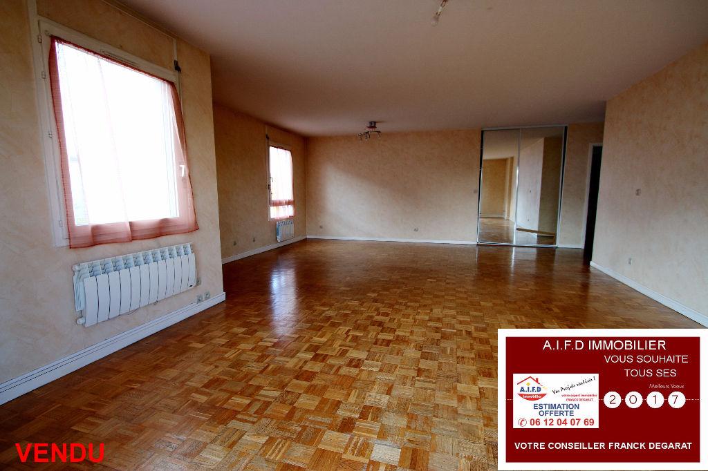 Appartement T5 d'environ 108 m² + balcon + cave + garage