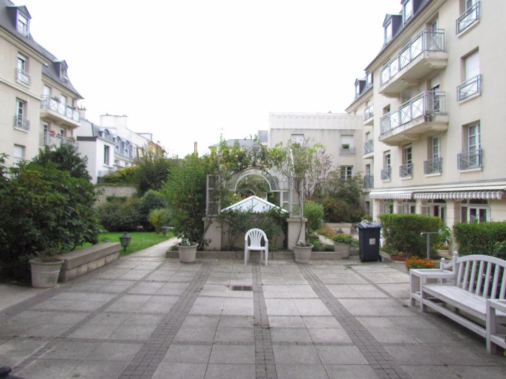 Appartement  Meubl� Saint Germain En Laye 1 pi�ce(s) 50.30 m2