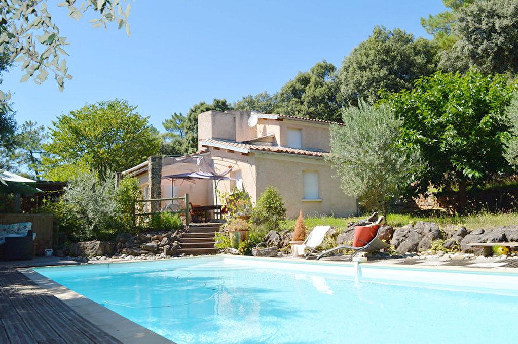 10 minutes d'Alès villa  8 pièces env. 167 m2 habitable terrain 5091 m2 secteur calme piscine