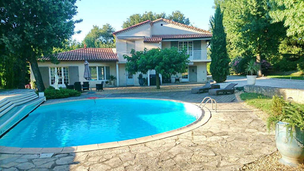 Villa type 7 (213 m2) terrain 3095 m2 piscine