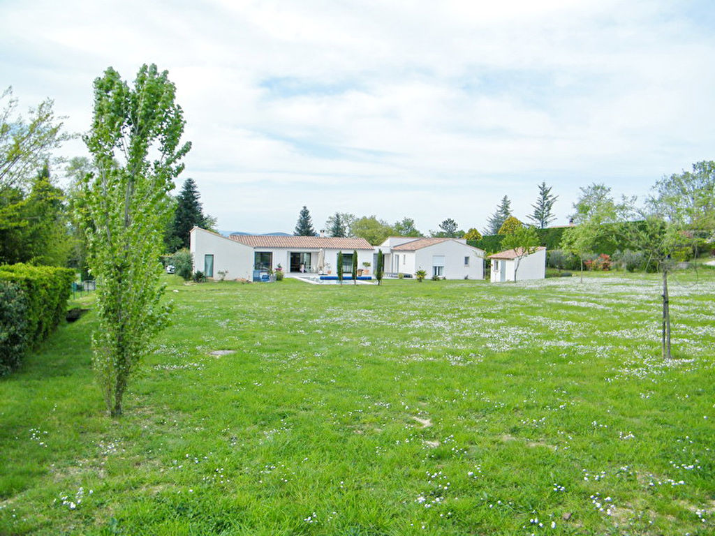 18 kms d'Alès villa contemporaine 208 m2 habitable terrain 4078 m2 avec piscine