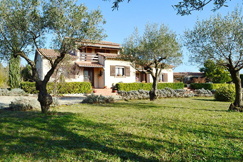 Alès villa  212 m2 terrain 4 118 m2 type 9