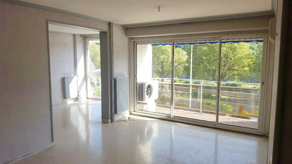 Appartement  4 pièces 93 m2 garage, cave
