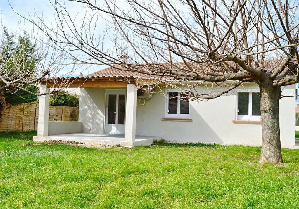 Maison Saint-Hilaire-de-Brethmas type 3 terrain 716 m2