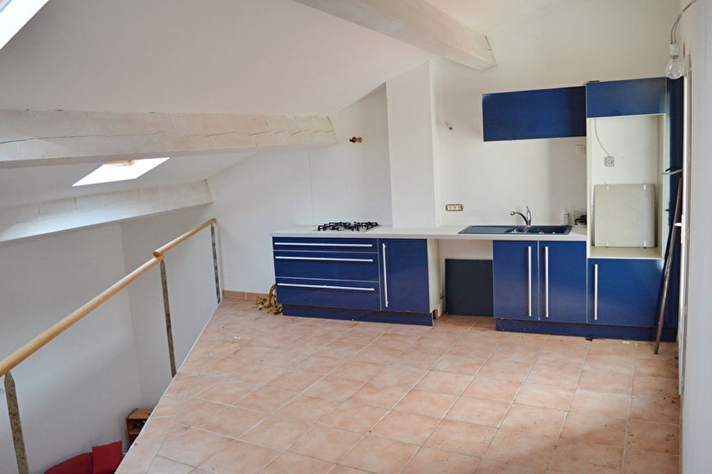Immeuble  138.29 m2   2 appartements. Prévoir travaux.