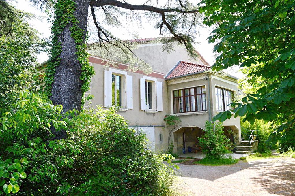 Alès maison  8 pièces 237 m2 terrain 3298 m2 Piscine