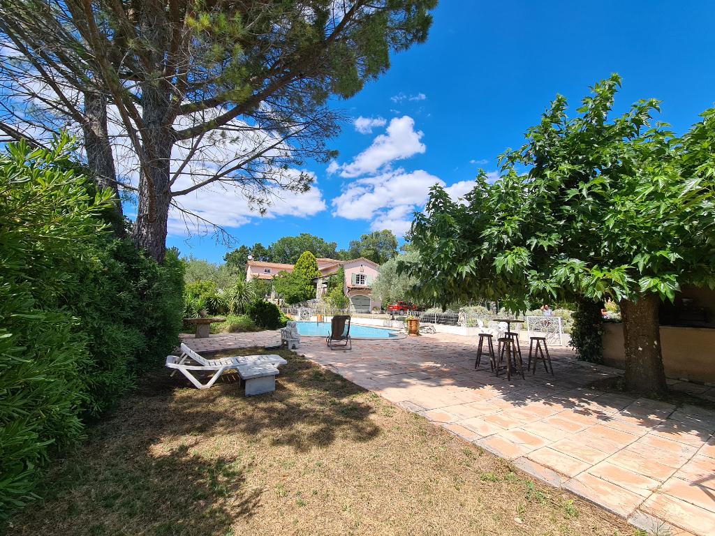 St Privat des Vieux villa  7 pièces 176 m2 hab. Terrain 2994 m2 piscine