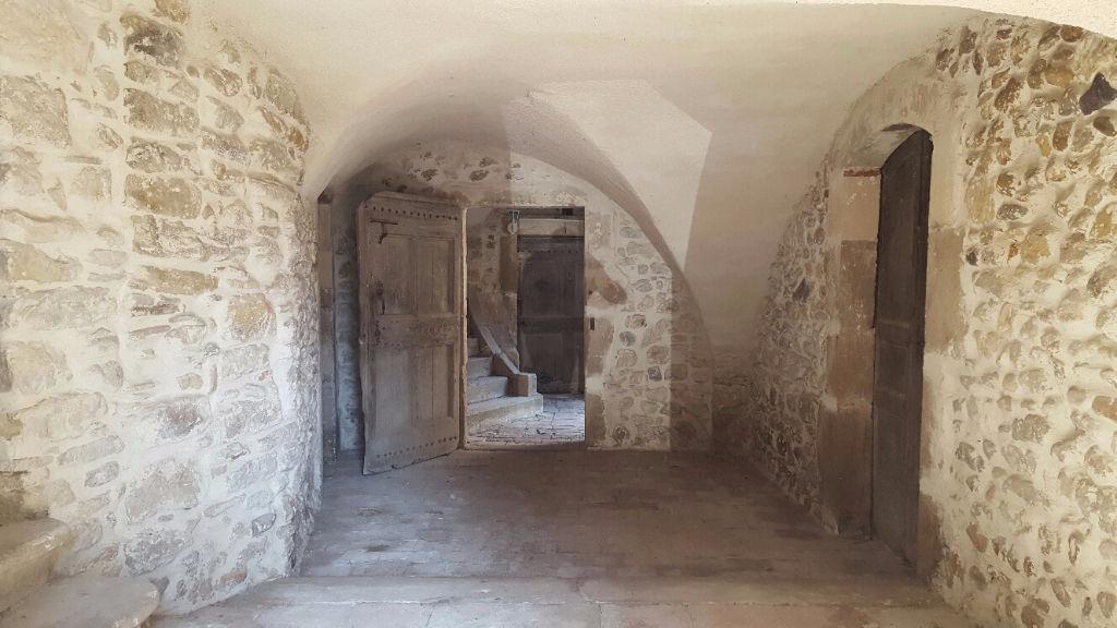 Appartement  dans  un mas  180 m2 après travaux cave