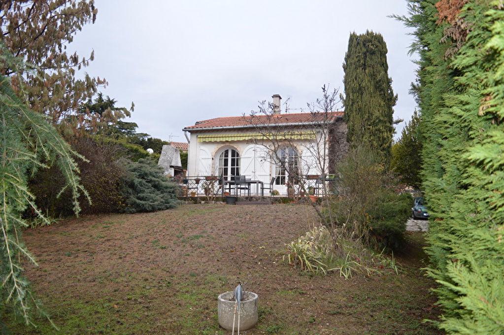 Maison  type 4 de 95 m2 Hab. terrain de 1487 m2  piscine