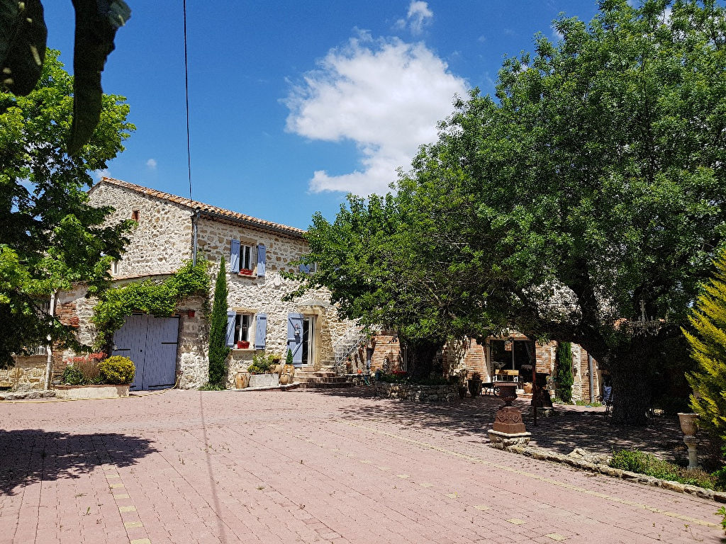 A vendre St Privat des Vieux Mas  9 pièces 238 m2 habitable terrain 2 hectares piscine