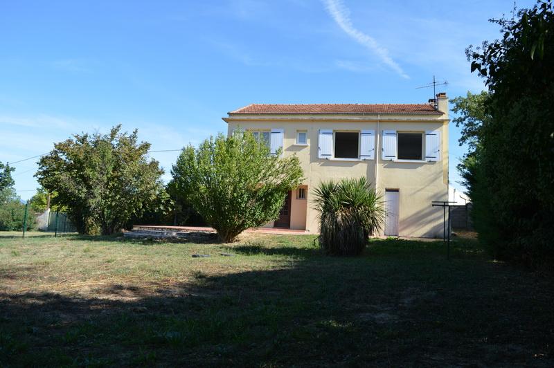 Maison  6 pièces  141 m2 habitable terrain env. 770 m2