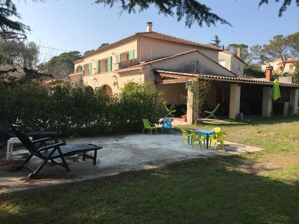 St Privat des Vieux villa  8 pièces 240 m2 habitable terrain 1177 m2