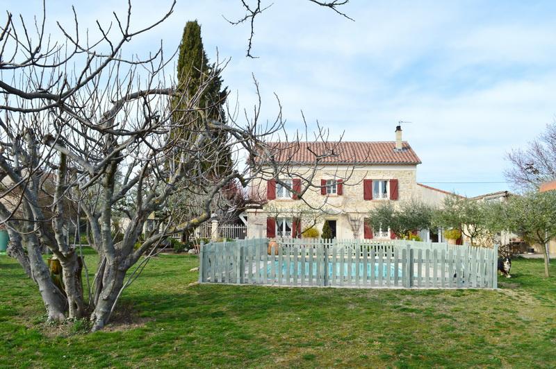 Mas proche de Salindres dans le Gard  226 m2 avec T2 indépendant terrain 2900 m2 piscine