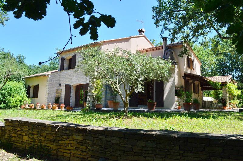 Villa  9 pièces 213 m2 terrain 3818 m2 piscine
