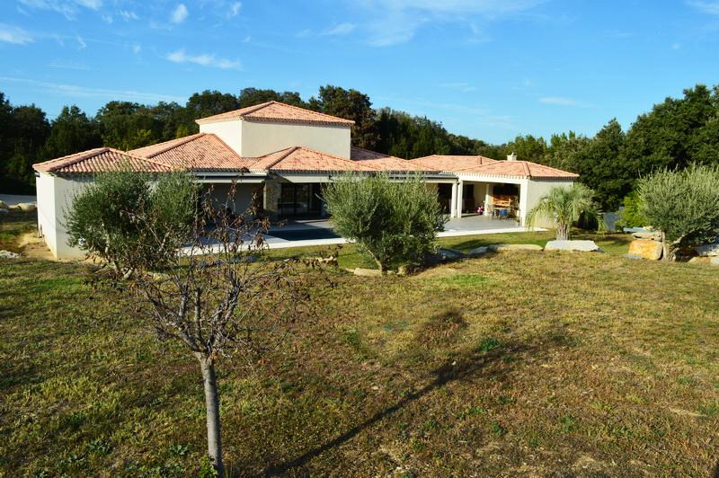 Villa  récente 6 pièces 197 m2 terrain 3020 m2 piscine secteur calme