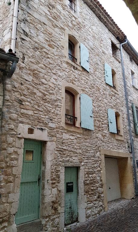 Maison de village  3 pièces avec garage et terrasse tropézienne