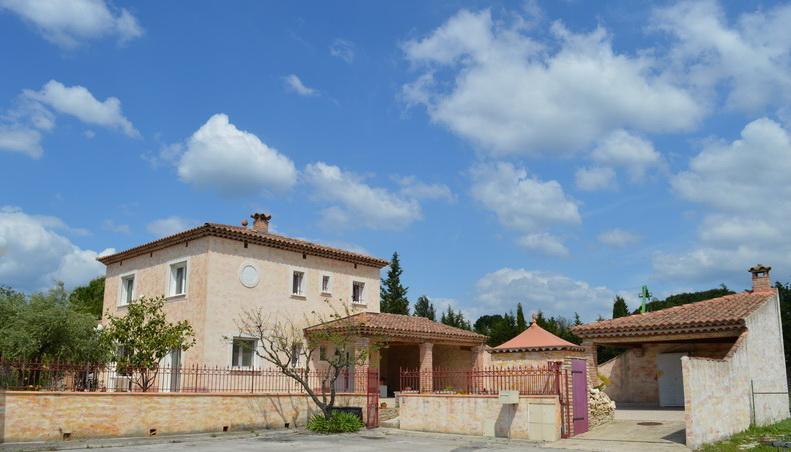 Villa  5 pièces 146.30 m2 terrain 588 m2 piscine proche centre-ville