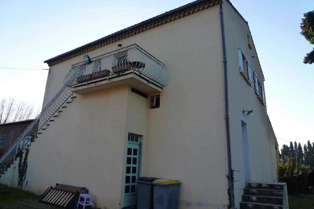 LA BARTHELASSE , Côté Gard,  AU CALME EN CAMPAGNE, A 8 MN AVIGNON CENTRE VILLE,  APPARTEMENT T.4.