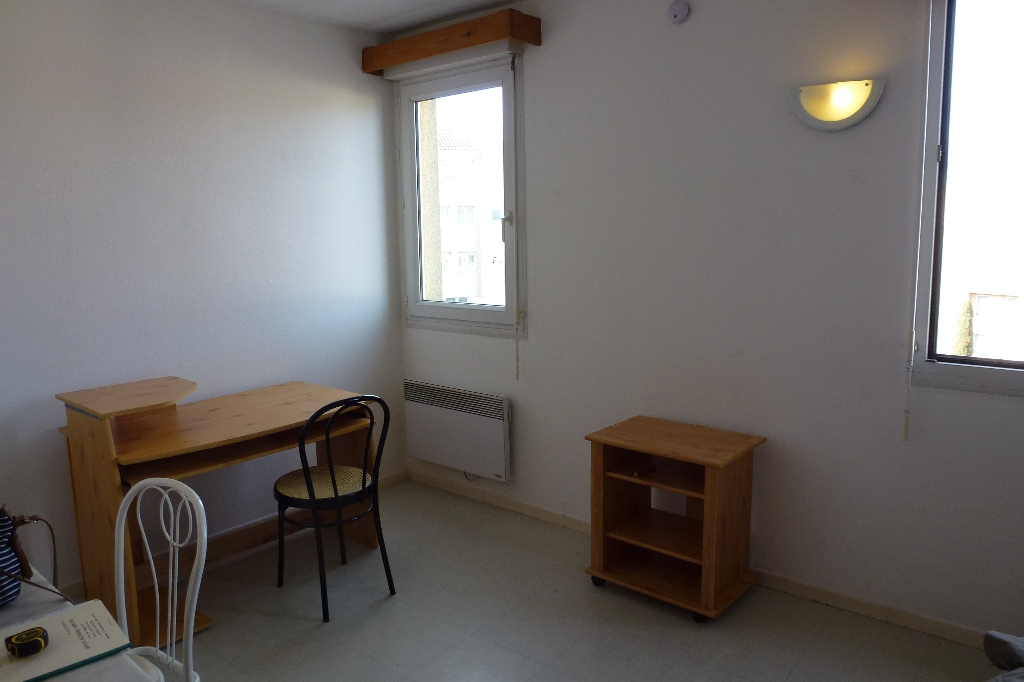 84 AVIGNON, PORTE ST ROCH A 100 M DES REMPARTS, IDEAL INVESTISSEUR, STUDIO MEUBLE EN EXCLUSIVITE.