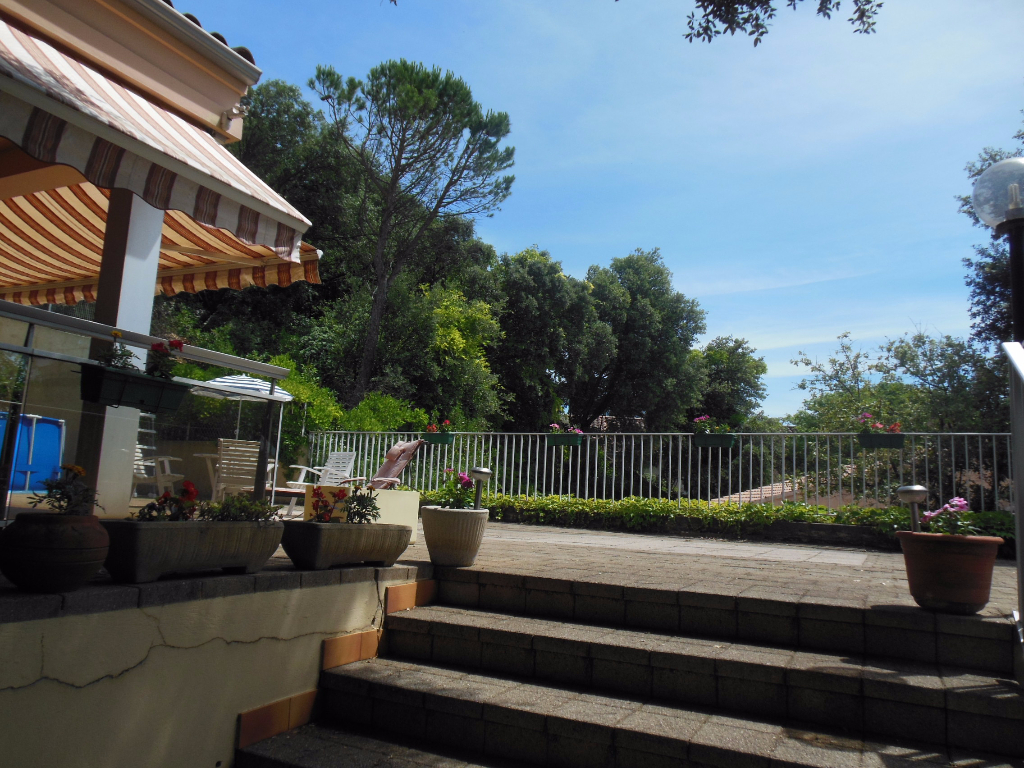 Villa 84500 Bollene 6 pièce(s) 255 m2