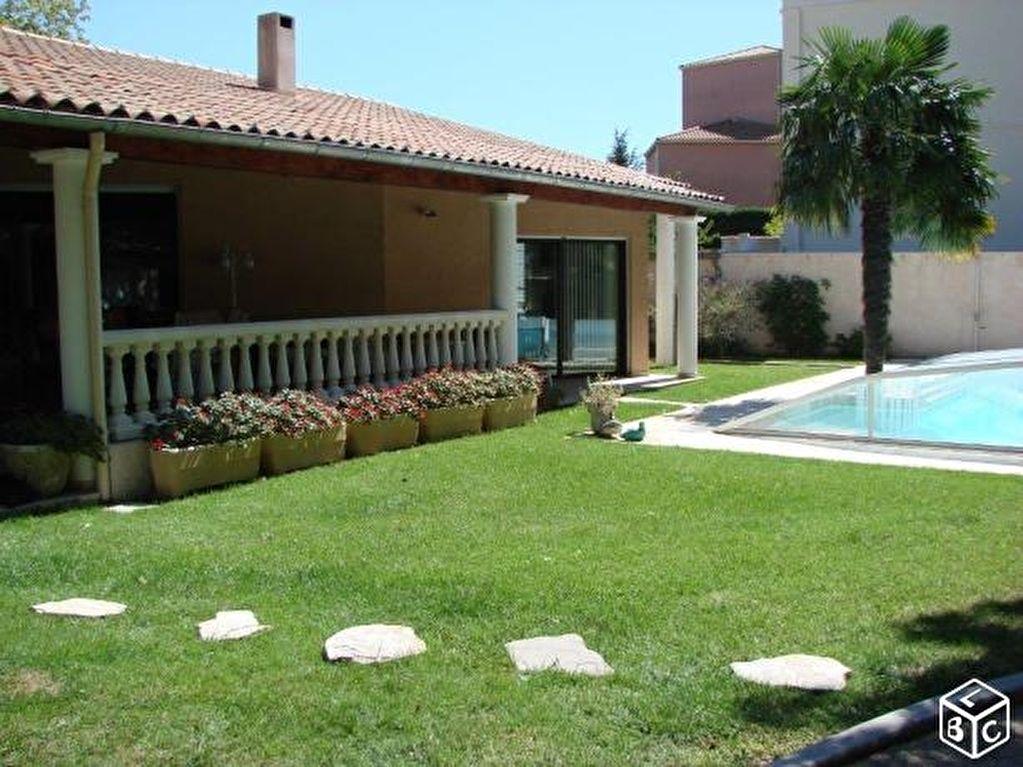 Villa 26700 Pierrelatte 6 pièce(s) 235 m2