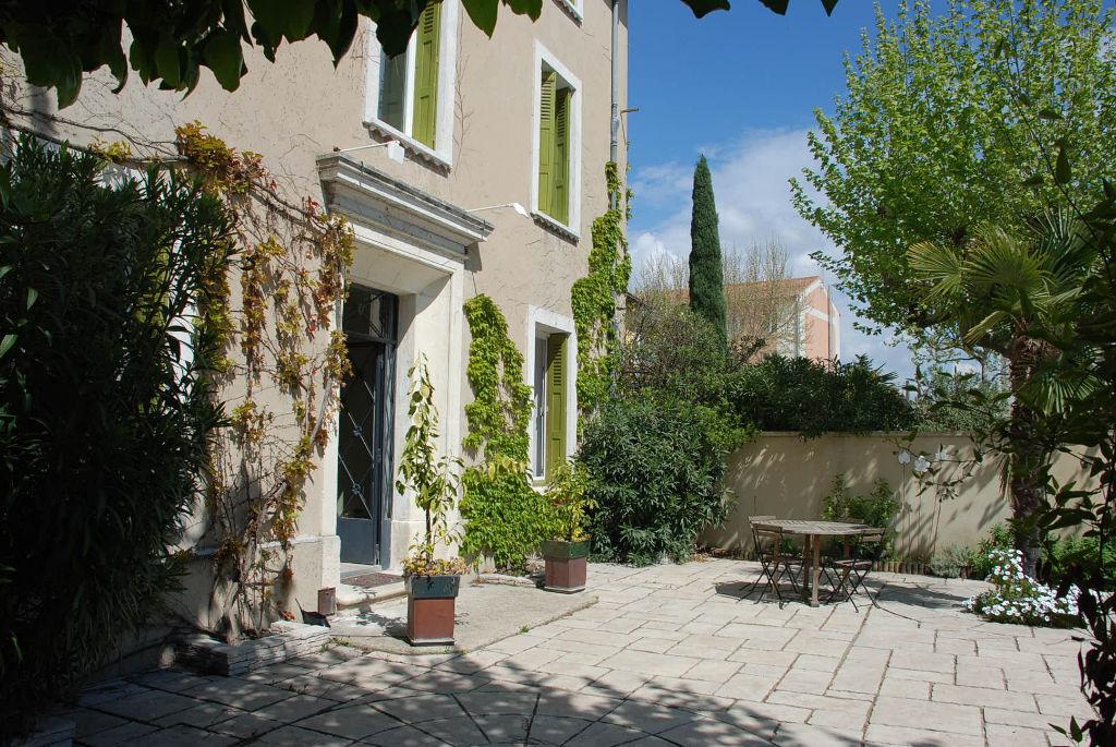 Maison 10 pièce(s) 26700 Pierrelatte 305 m2
