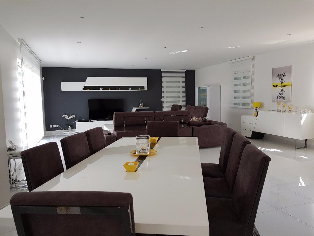 Villa 84500 Bollene 6 pièce(s) 222,14 m2