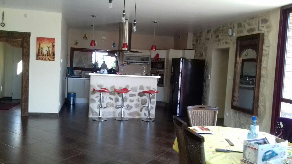 Maison Bressuire 4 pièce(s) 213 m2