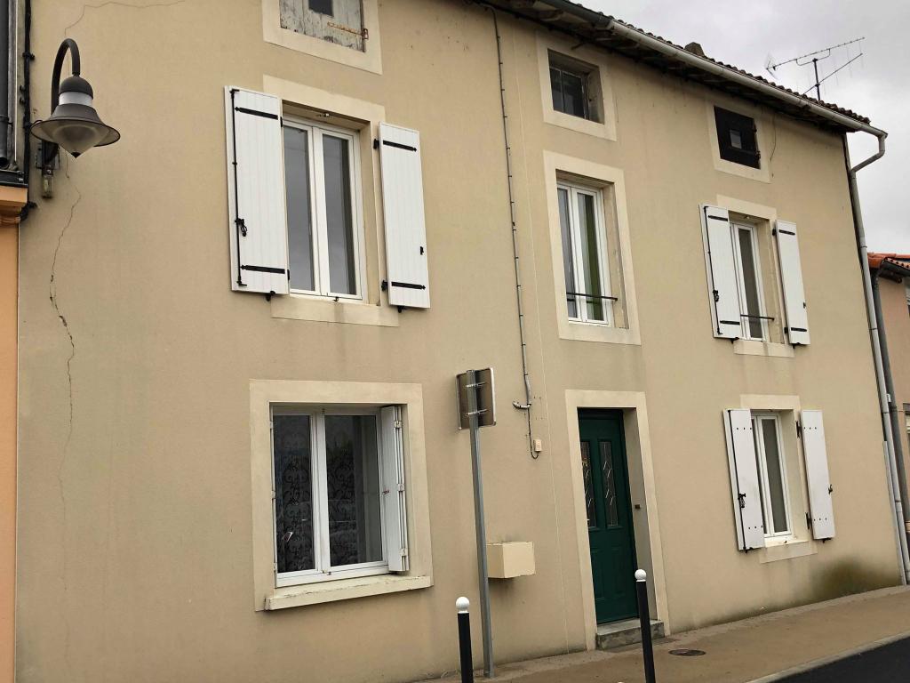 Maison La Forêt Sur Sèvre 5 pièce(s) 134 m2