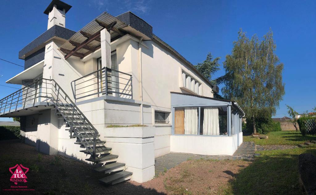 BRESSUIRE - Maison d'architecte avec terrain constructible