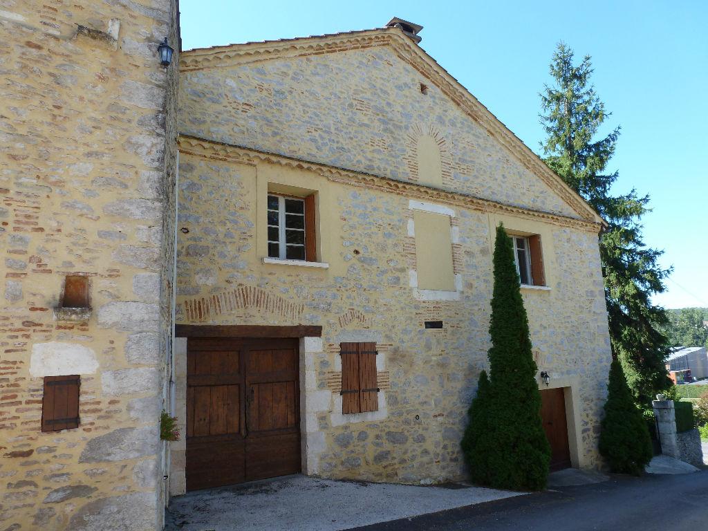 Maison de qualité comprenant 8 pièces à Cahors