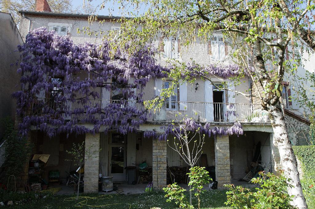 Maison Cahors centre,  plus de 300 m2 avec grand jardin