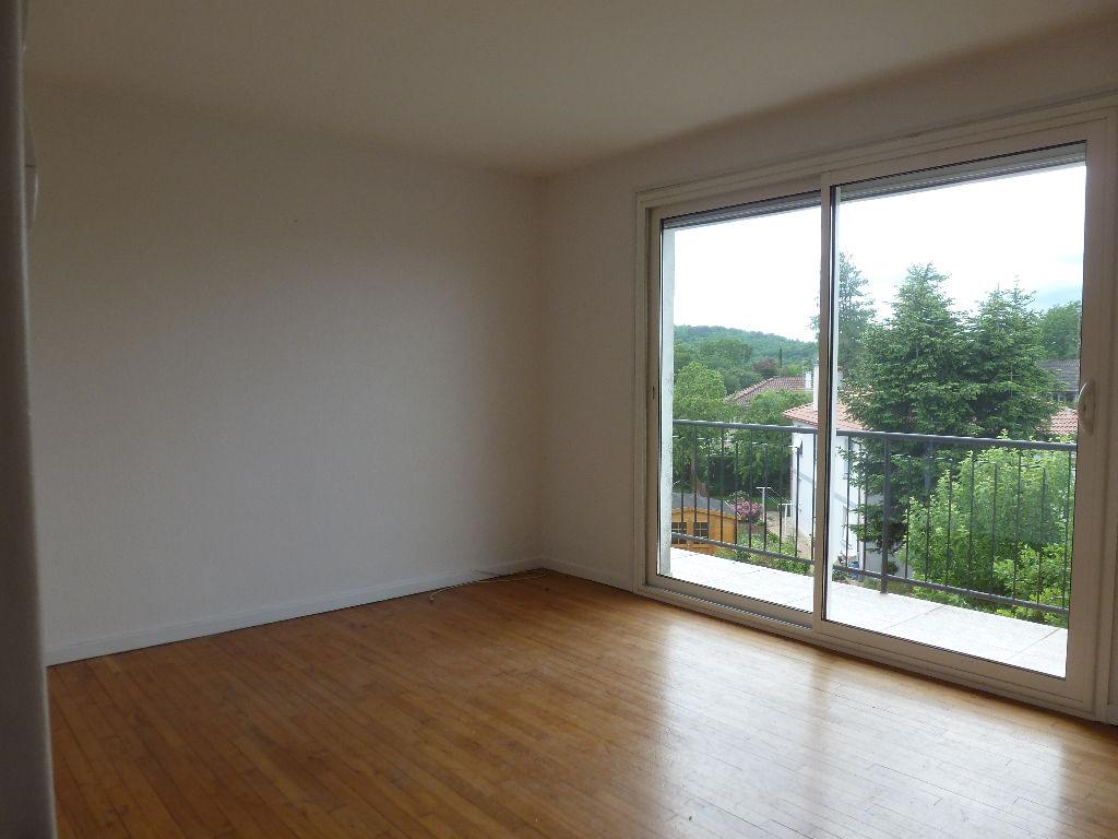 Maison de 6 pièces, située dans un quartier calme de Cahors