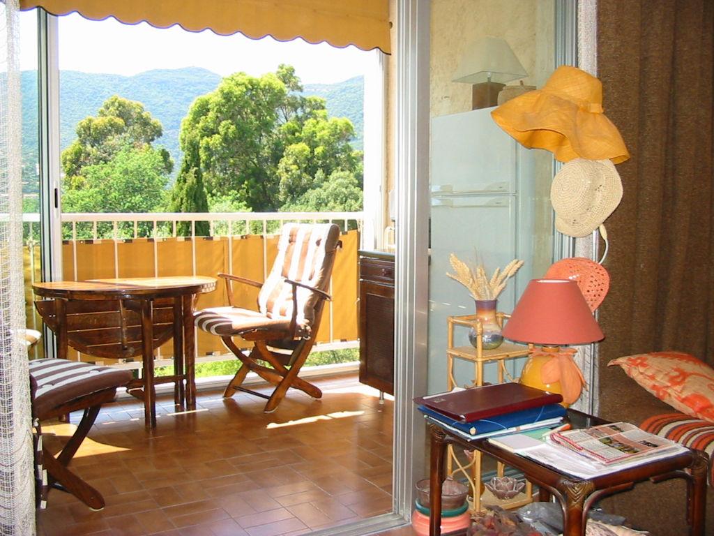 Appartement 2 pieces+terrasse+parking. Petite vue mer.