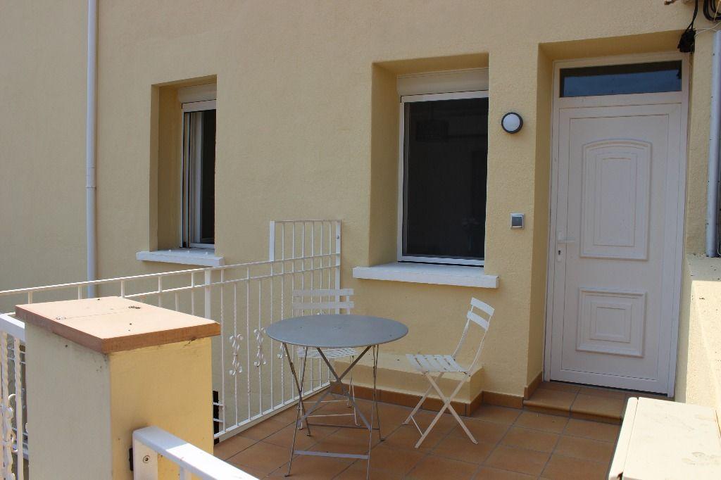 Appartement CERBÈRE, type 3 de 40 m² . meublé.