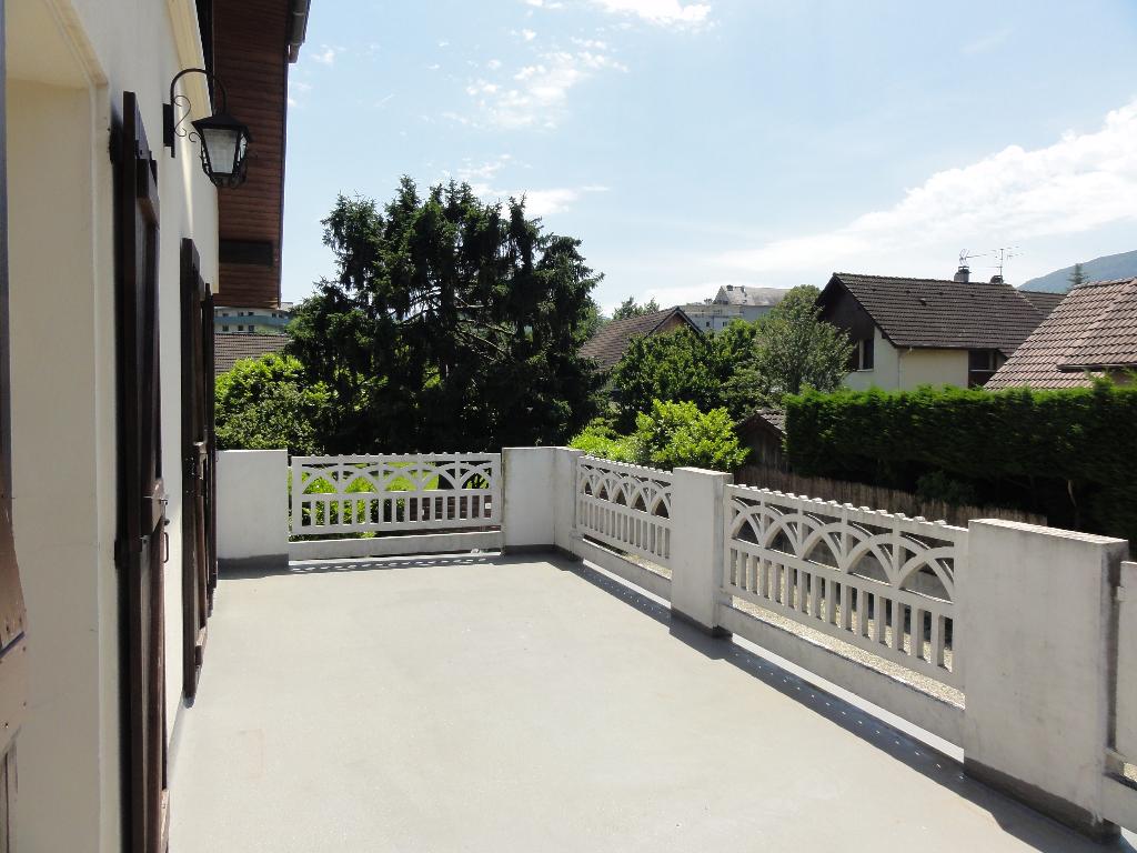 T2-3 avec vaste terrasse.