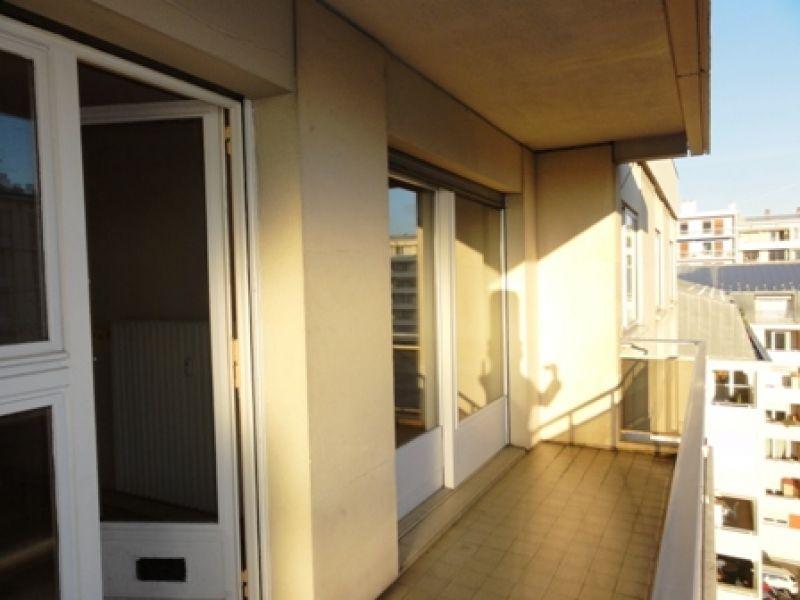 A 2 pas de la gare T1 30 m² dernier étage. Large balcon.