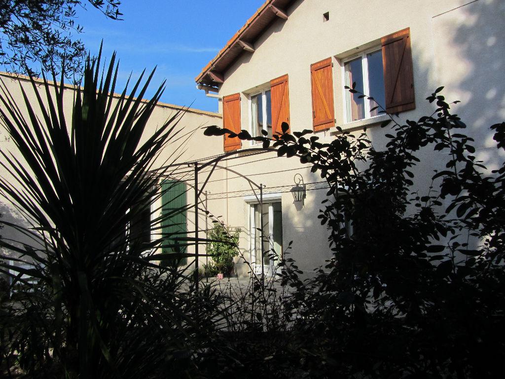 Maison  de 228 m2, lumineuse et intimiste, 9 pièces